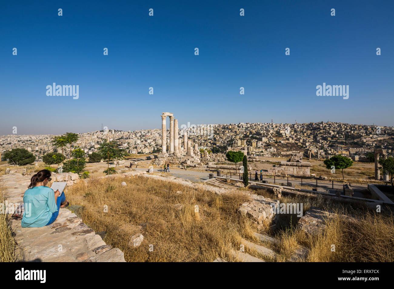 girl sketching Temple of Hercules on the Citadel, Amman, Jordan Stock Photo