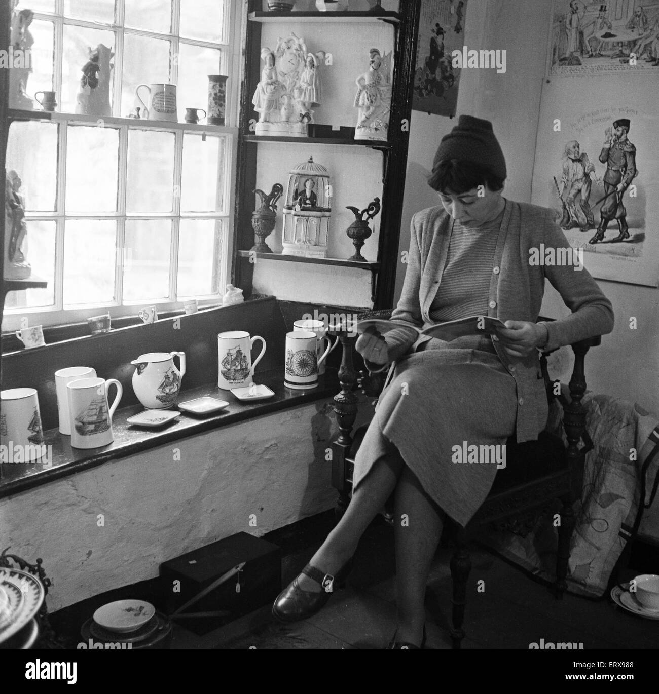 Antique shop in The Old Salthouse, St Ives, Cornwall. 15th February 1954. - Stock Image