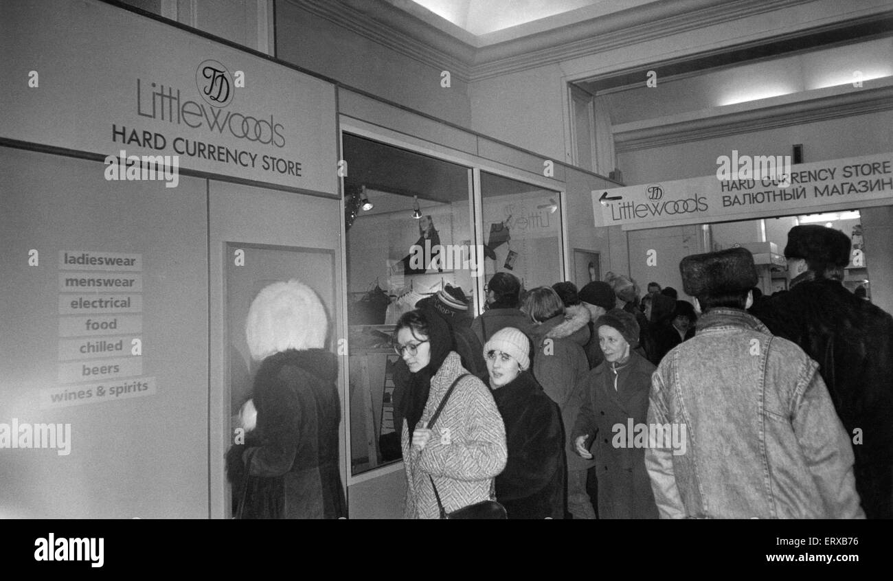 Littlewoods store in Russia. Shoppers are limited to two garments each to deter black marketeers. 15th January 1992. - Stock Image