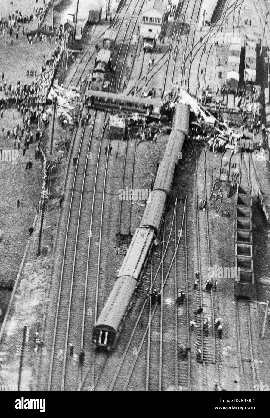 "Leighton Buzzard train crash: Aerial view of the wreckage following the derailment of Royal Scot No. 6114 ""Coldstream Stock Photo"