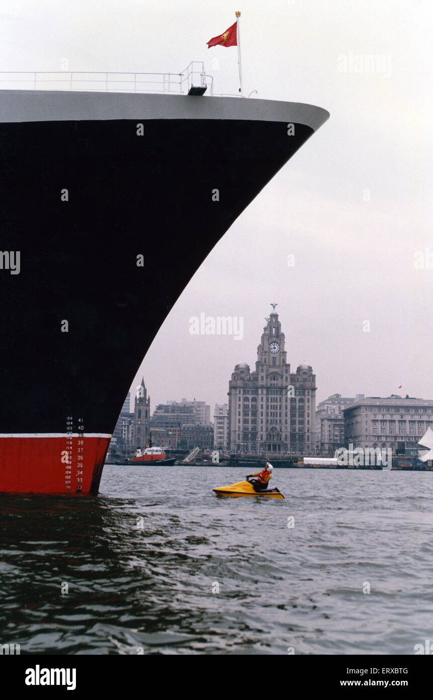 The QE2 (Queen Elizabeth 2) visits Liverpool.  31st August 1994. - Stock Image