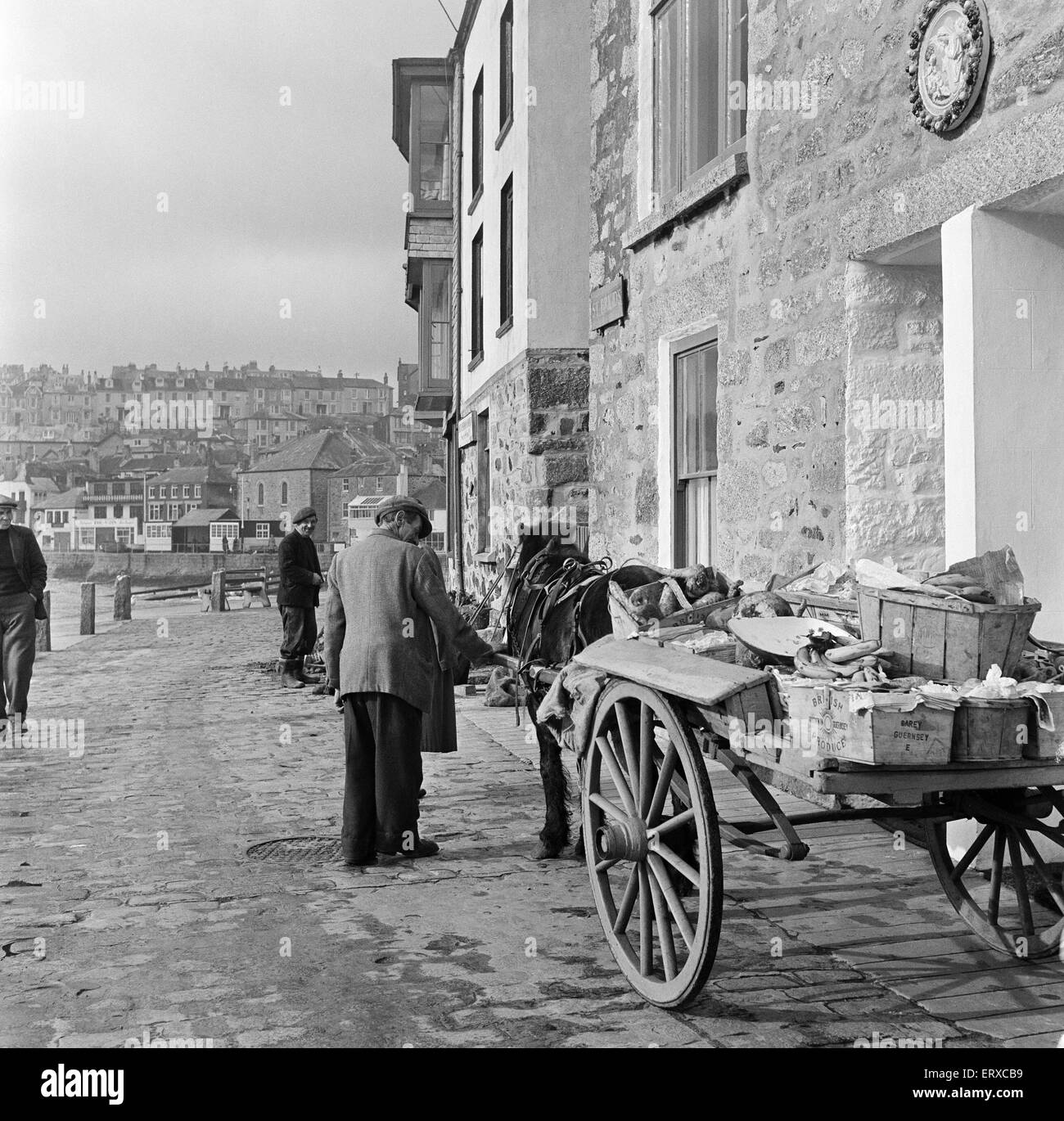 General views of St Ives, Cornwall. A horse and cart pulling fruit and vegetables. 15th February 1954. - Stock Image
