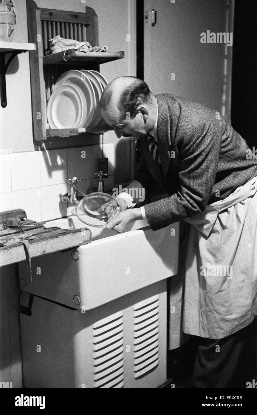 Ted Castle, the husband of Barbara Castle, doing the washing up at the kitchen sink. Circa 1947 - Stock Image