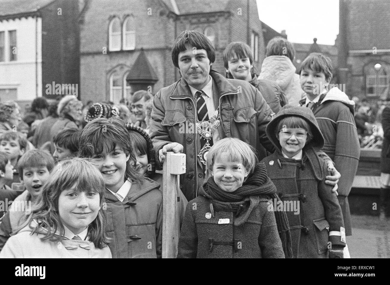 Meltham Christmas Lights turn on, Children of Meltham and Helme School. 10th December 1985. - Stock Image
