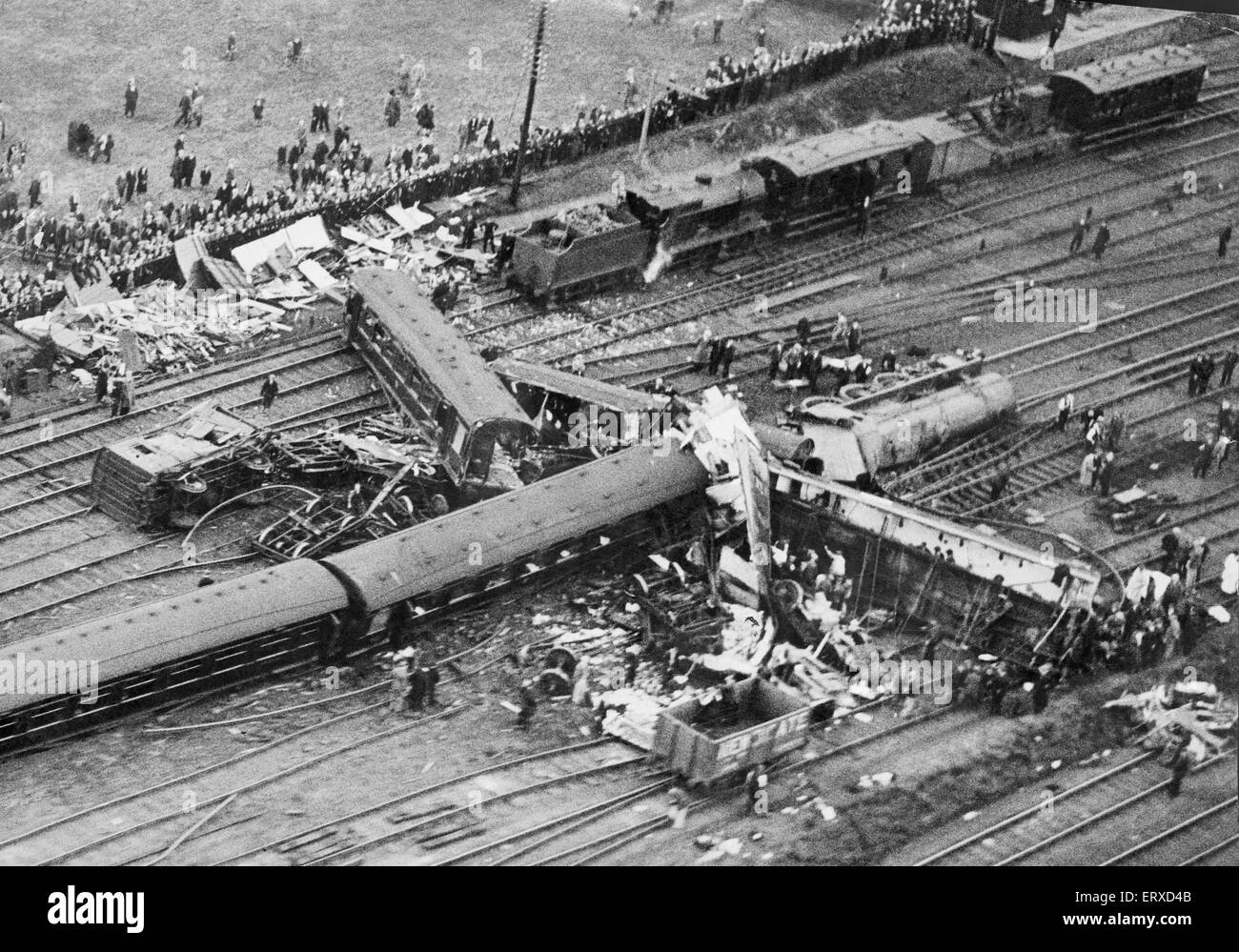 "Leighton Buzzard train crash: Aerial view of the wreckage following the derailment of Royal Scot No. 6114 ""Coldstream Stock Photo"