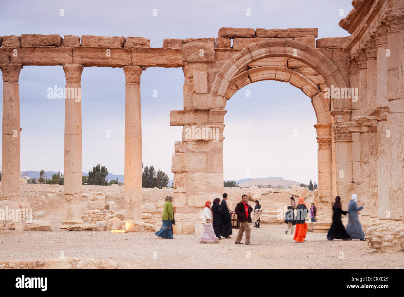 Visitors walking in the Ruins of the ancient city of Palmyra, Syrian Desert - Stock Image