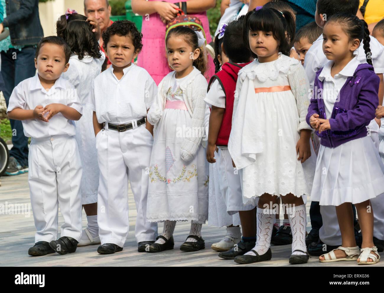 Children at school ceremony at Plaza Zaragoza, zocalo in Tlacotalpan, Veracruz state, Mexico - Stock Image