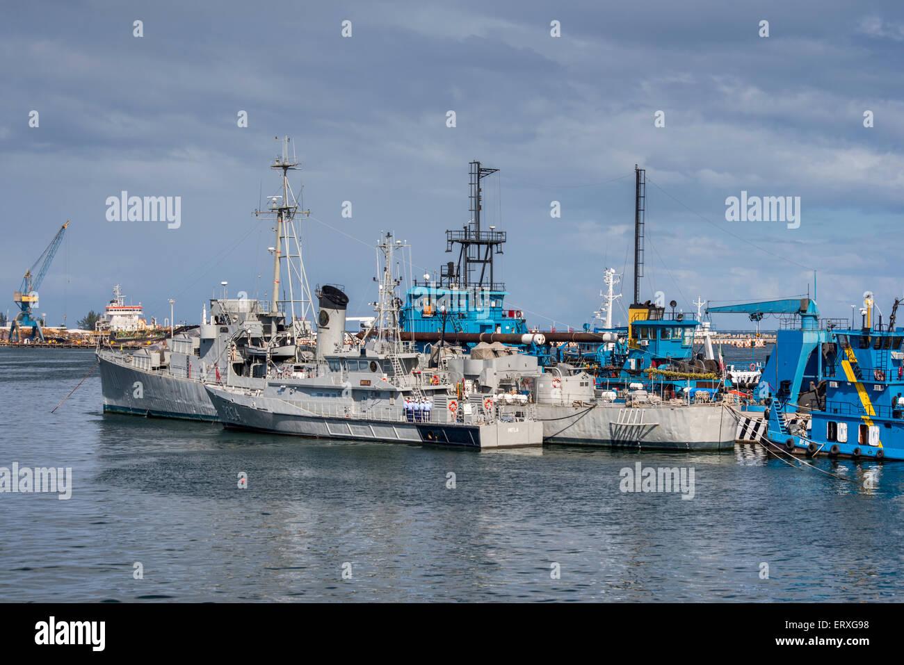 ARM Comodoro Manuel Azueta D111 destroyer escort, P334 Mitla patrol boat, Mexican Navy warships at port of Veracruz, - Stock Image
