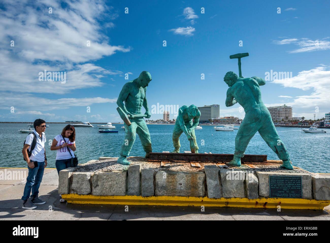 Sembradores de Via de la Escollera (Sowers of the Jetty Track), sculpture by Humberto Peraza, jetty in port of Veracruz, - Stock Image