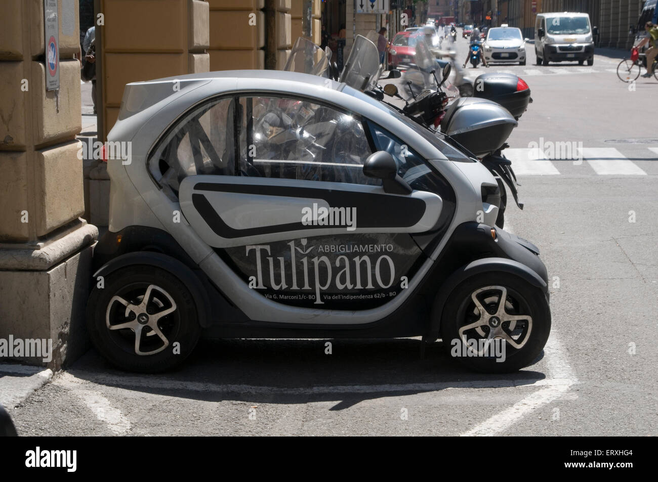 Renault TWIZY is a 100% electric vehicle car cars zero emissions city cities poluution air small tiny twizzy Stock Photo