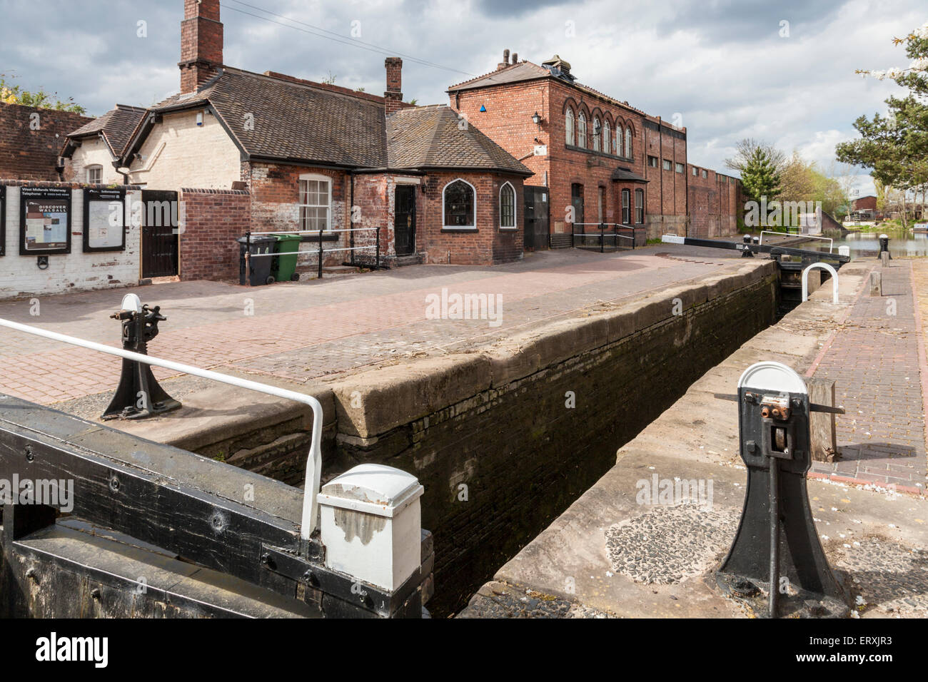 Toll House, Lock Keeper's Cottage and Boatman's Rest, Top Lock, Walsall Branch Canal, Birchills, West Midlands, - Stock Image