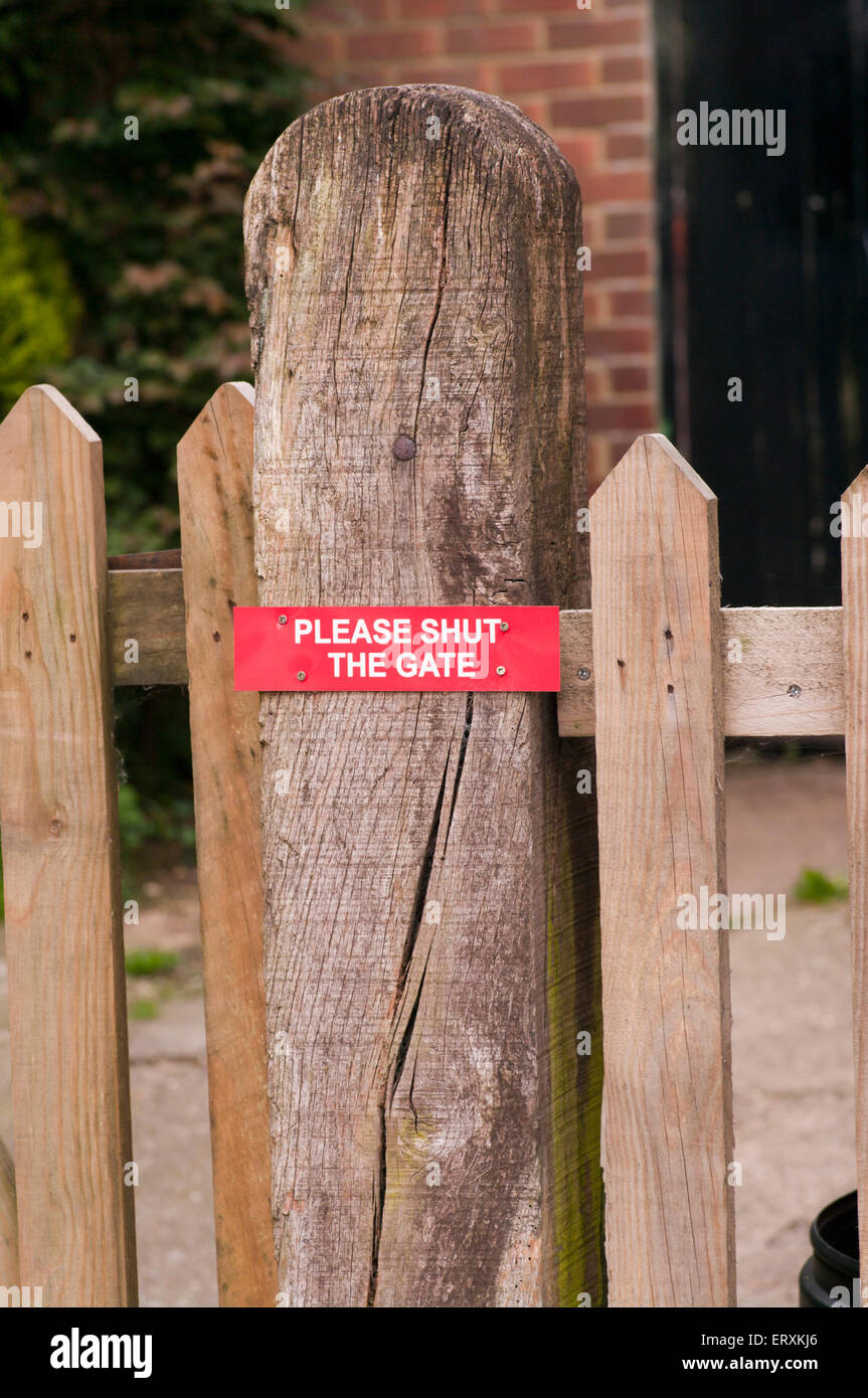 Please Shut the gate Sign On A gatepost - Stock Image
