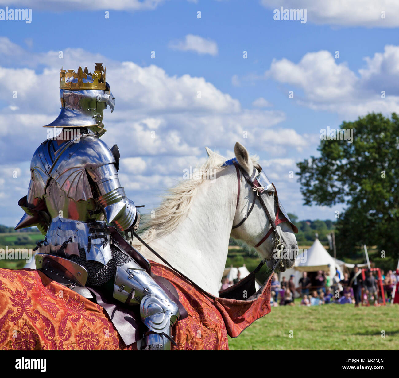 King Richard III watches the battlefield  prior to defeat at the Battle of Bosworth Leicestershire England UK GB - Stock Image