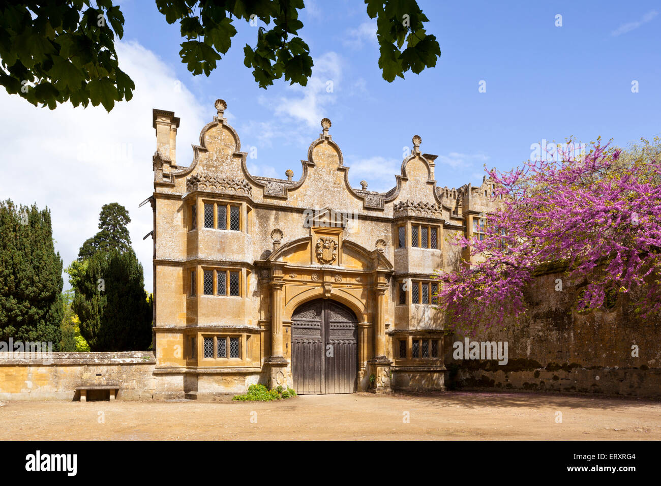 Springtime in the Cotswolds - The Jacobean gatehouse to Stanway Manor in the Cotswold village of Stanway, Gloucestershire Stock Photo