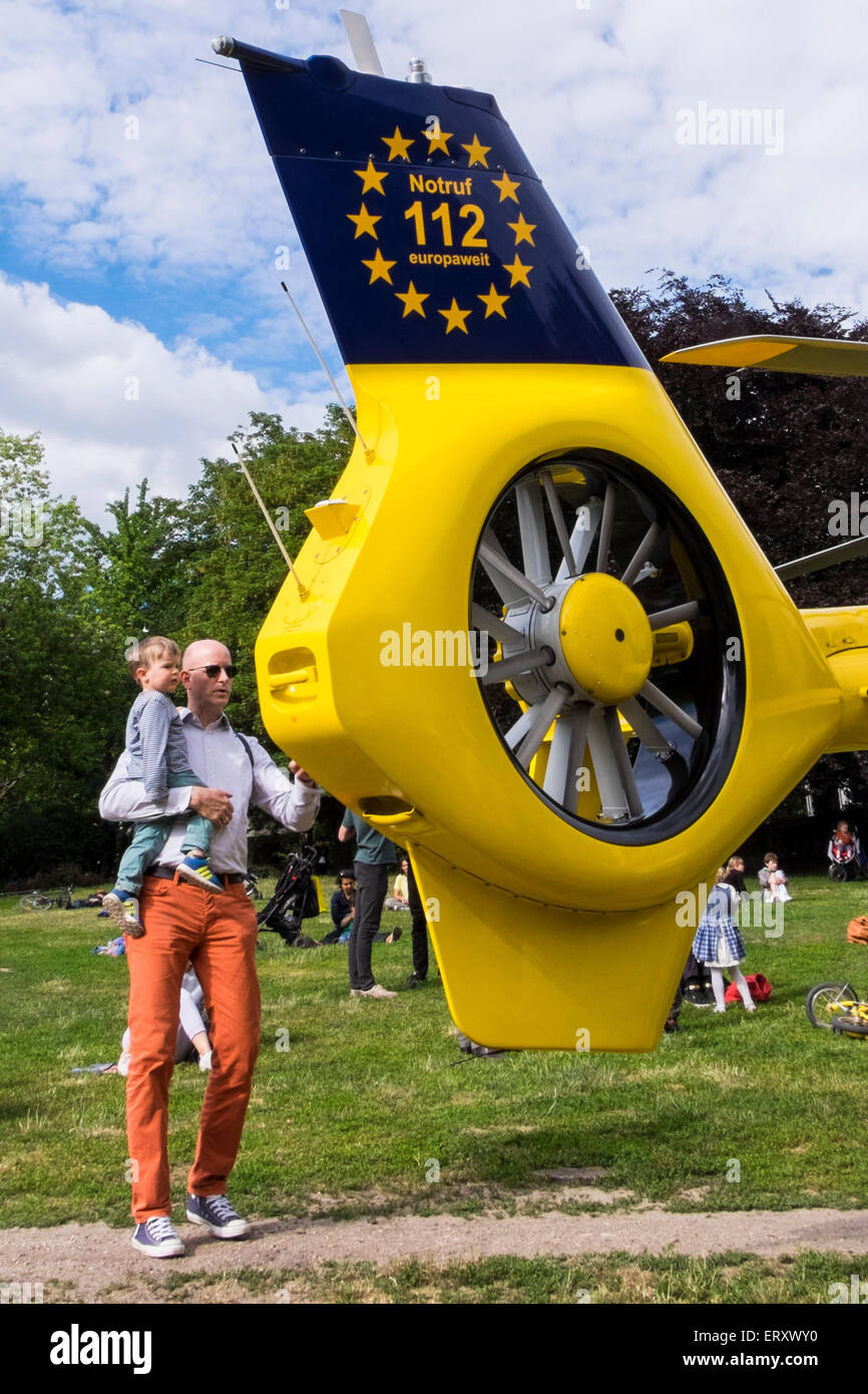 Mitte, Berlin, Germany. 9th June,2015. RTH Christoph 31, an emergency medical rescue helicopter landed in Volkspark - Stock Image
