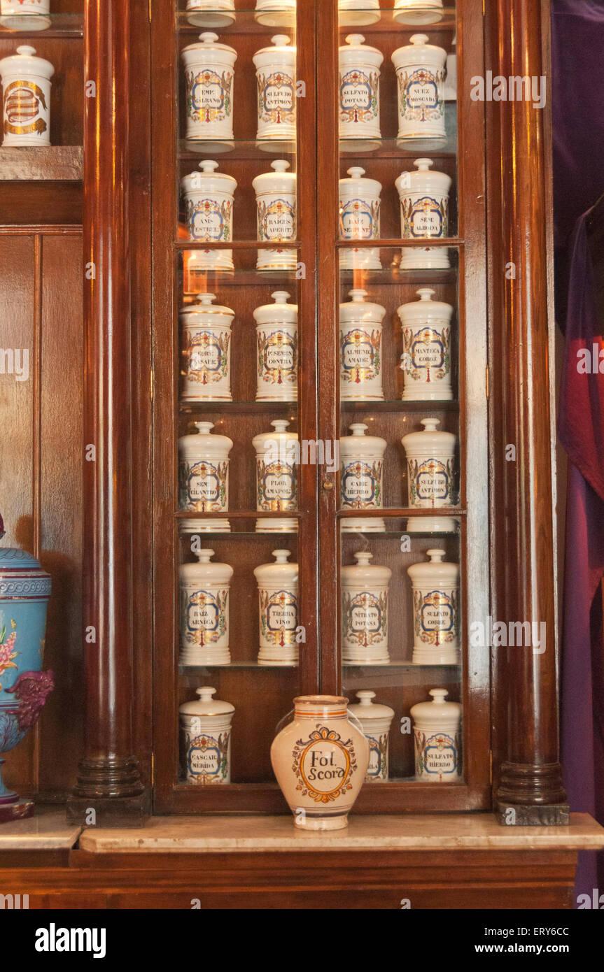 Elk224-1472v Cuba, Havana Vieja, historic Taquechel pharmacy, apothecary jars - Stock Image