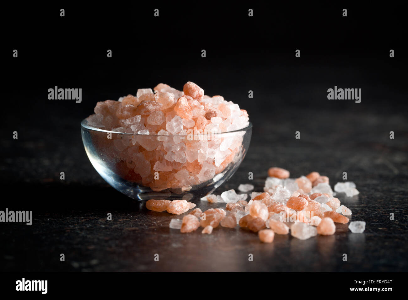 Himalayan salt in bowl on kitchen table - Stock Image