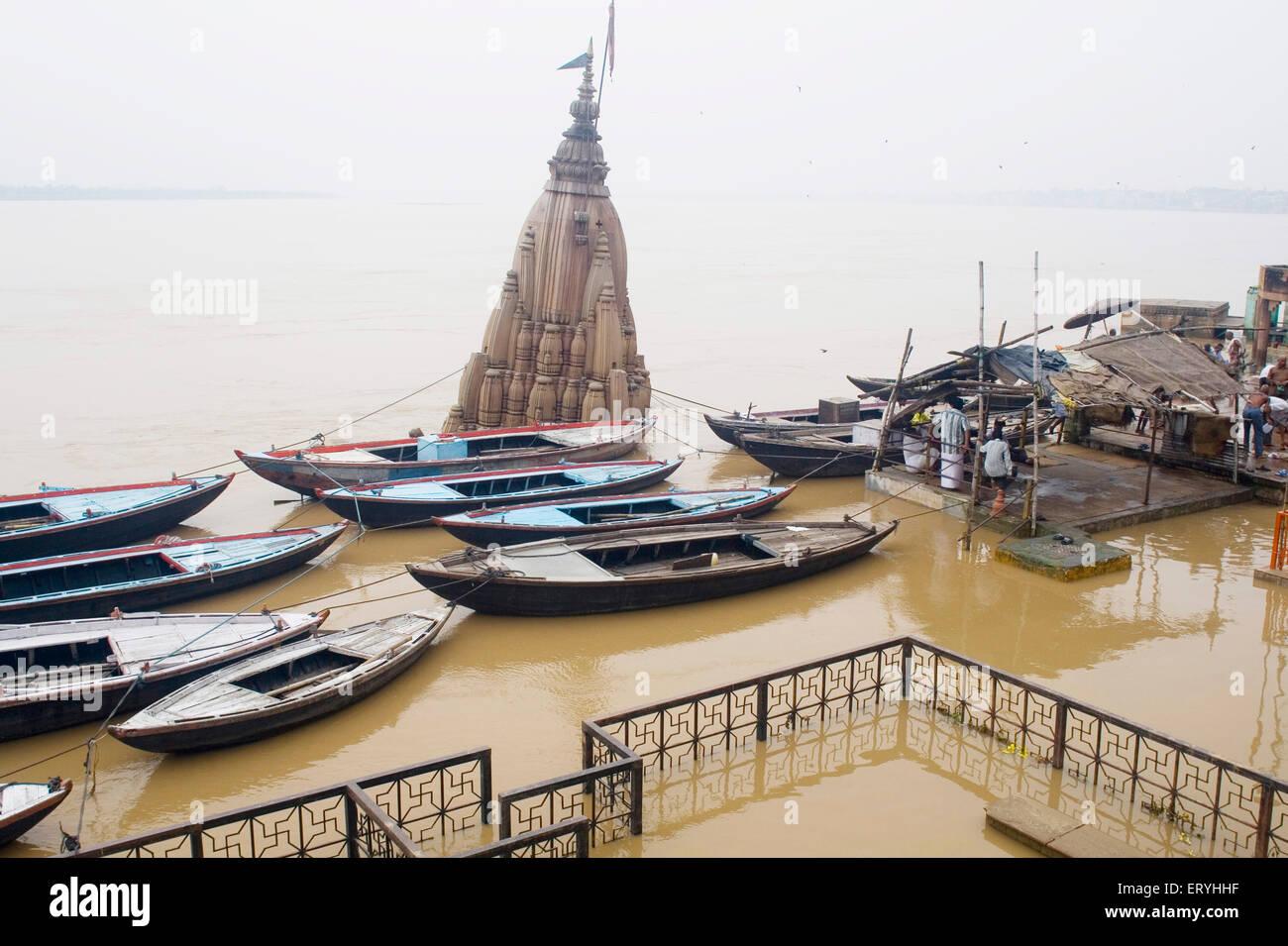 Hindu temple ; Benares Kashi in manikarnika ghat ; Varanasi ; Uttar Pradesh ; India - Stock Image