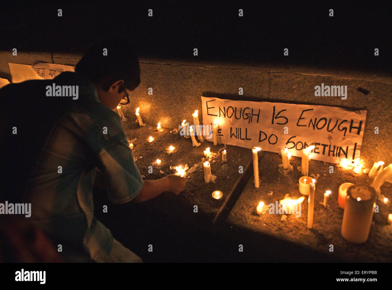Offering condolences to terror attack victims by lighting candles and putting message across Bombay - Stock Image