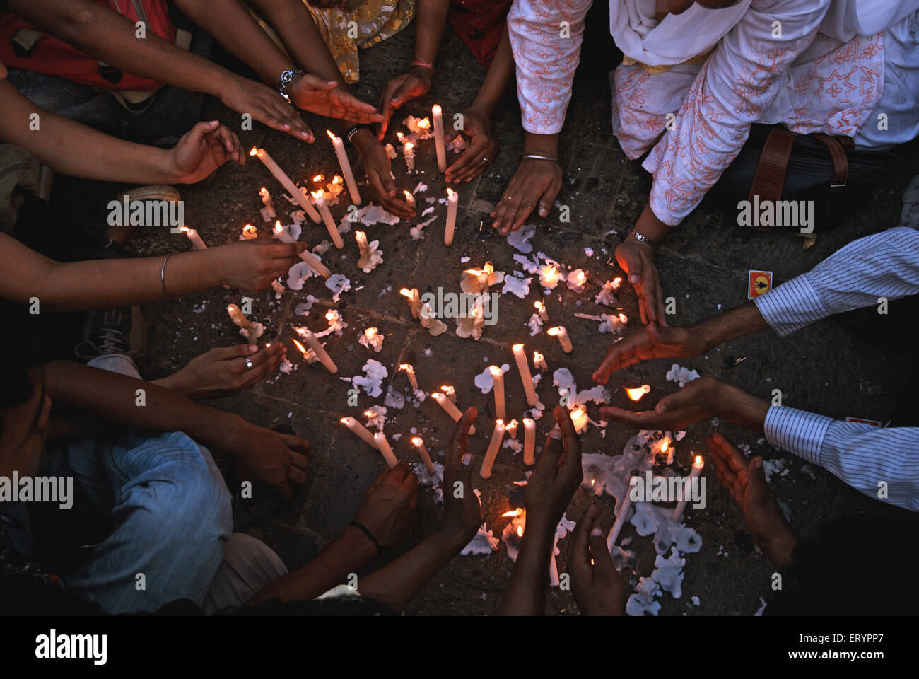 People lighting candles of homage to victims of terrorist attack by deccan mujahedeen in Bombay Mumbai - Stock Image