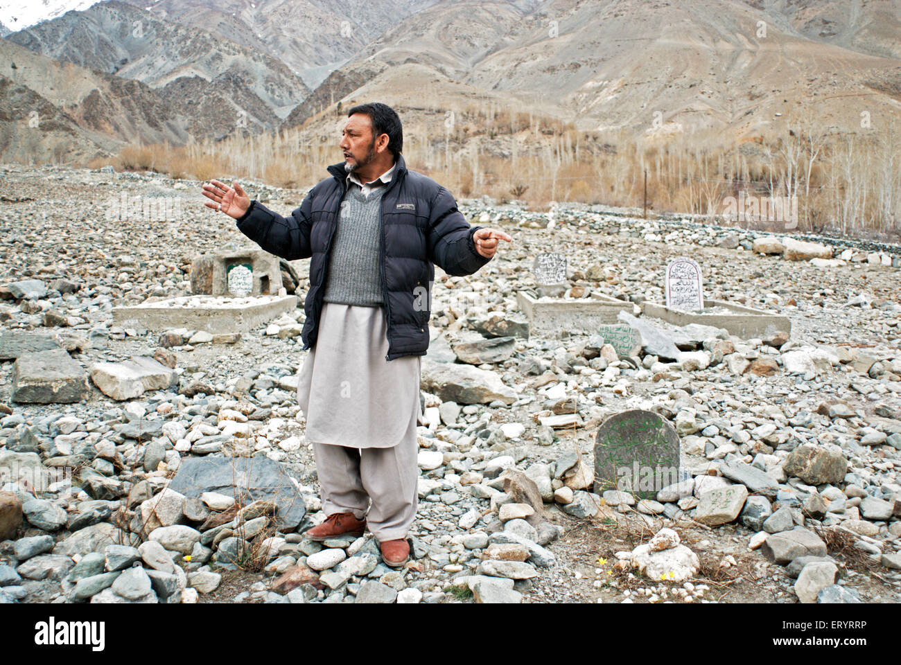 Kargil headman in martyrs cemetery ; Leh ; Ladakh ; Jammu and Kashmir ; India NO MR 10 April 2008 - Stock Image