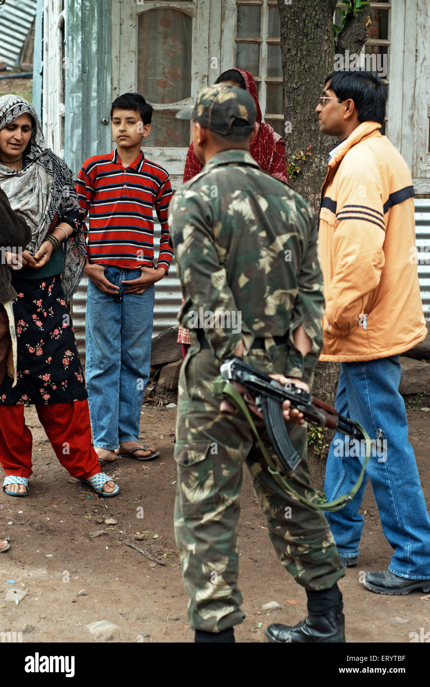 Border security force soldier interact with villager of Urusa ; Uri ; Jammu and Kashmir ; India NO MR 7 April 2008 - Stock Image