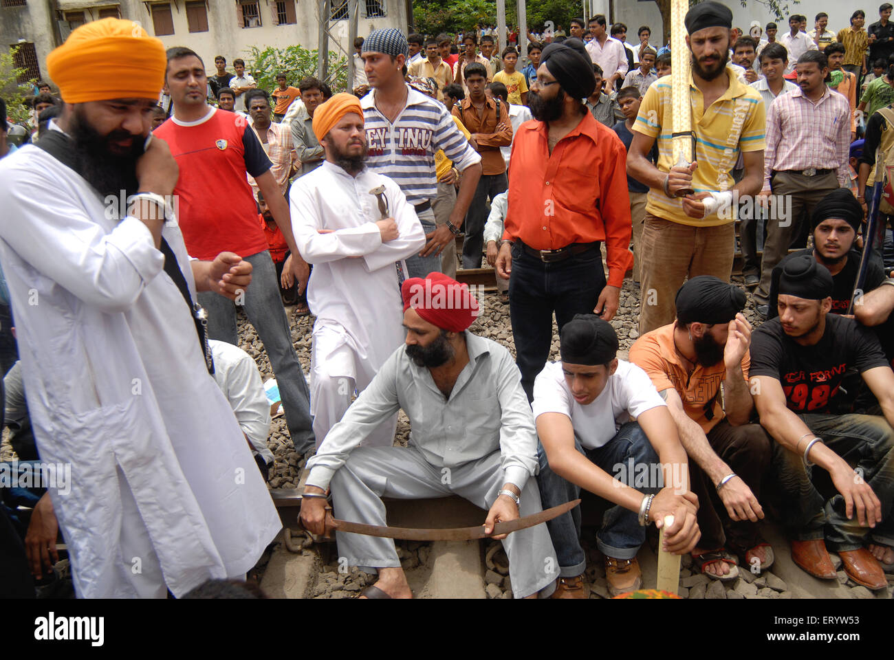 Sikh community block trains protest against firing bodyguard of dera saccha sauda chief ram rahim at Mulund - Stock Image