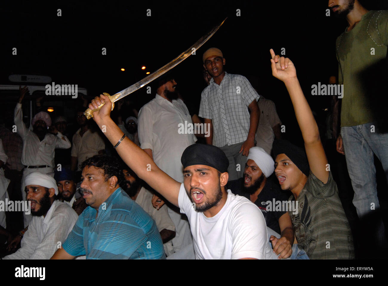 Sikh community protest against firing bodyguard of dera saccha sauda chief ram rahim at Mulund in Bombay - Stock Image