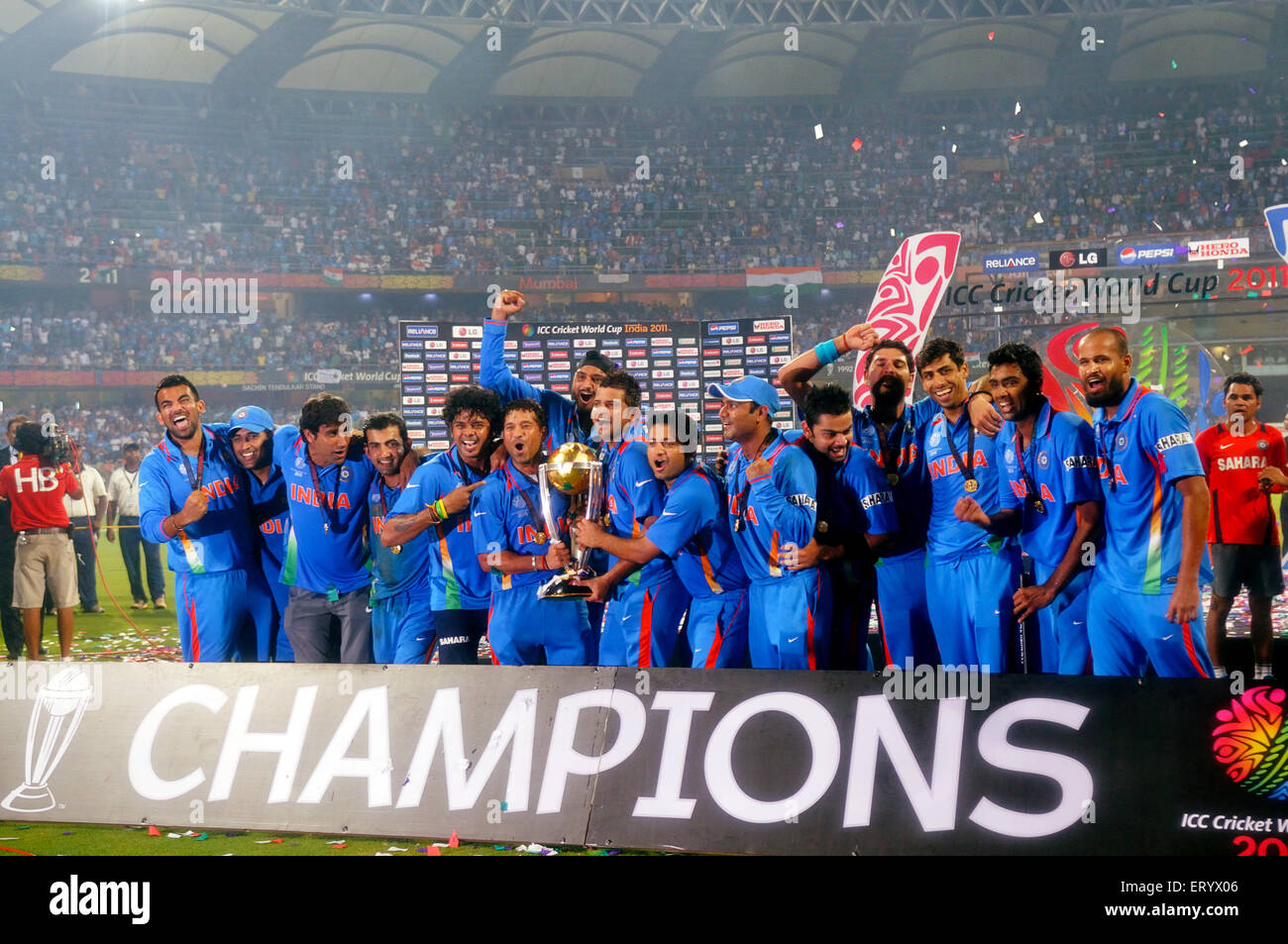 Cricketers Celebrate Trophy Beating Sri Lanka Icc Cricket