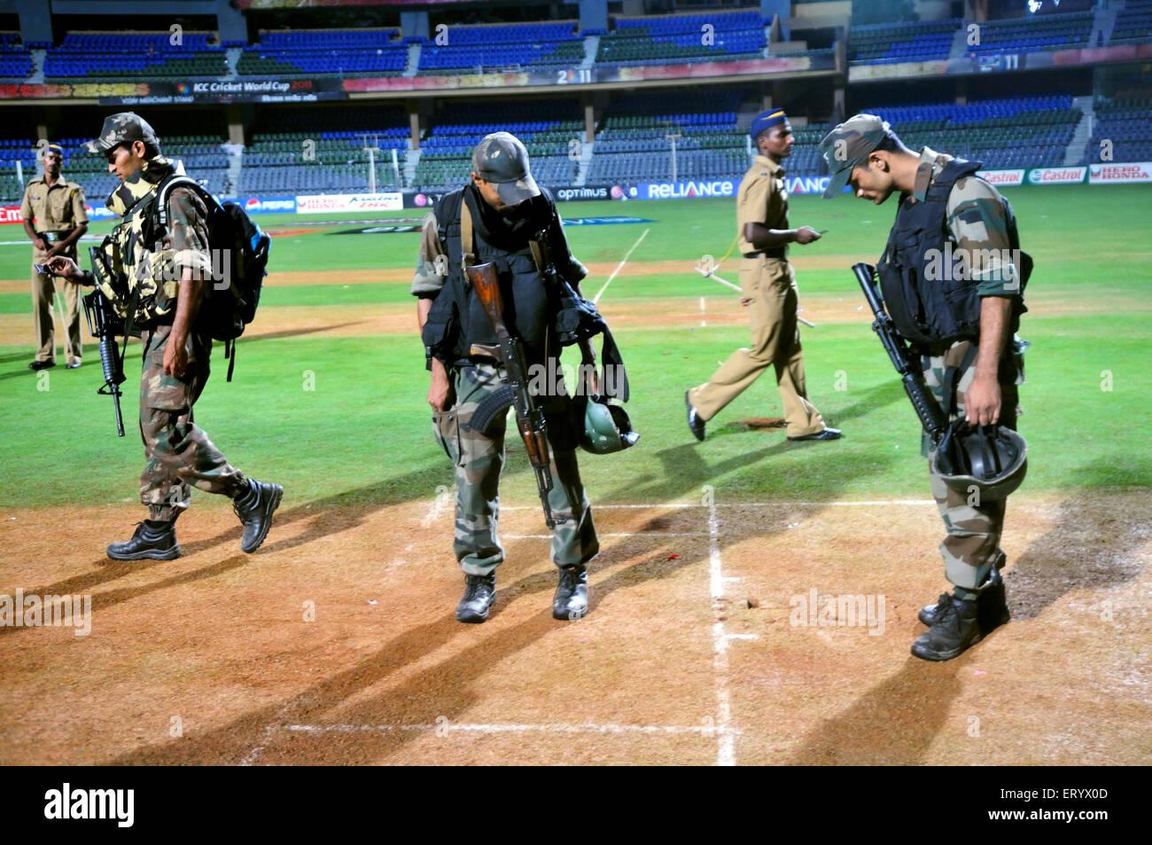 Quick Response Team commandos Mumbai Police cricket pitch Wankhede stadium ICC Cricket World Cup 2011 - Stock Image