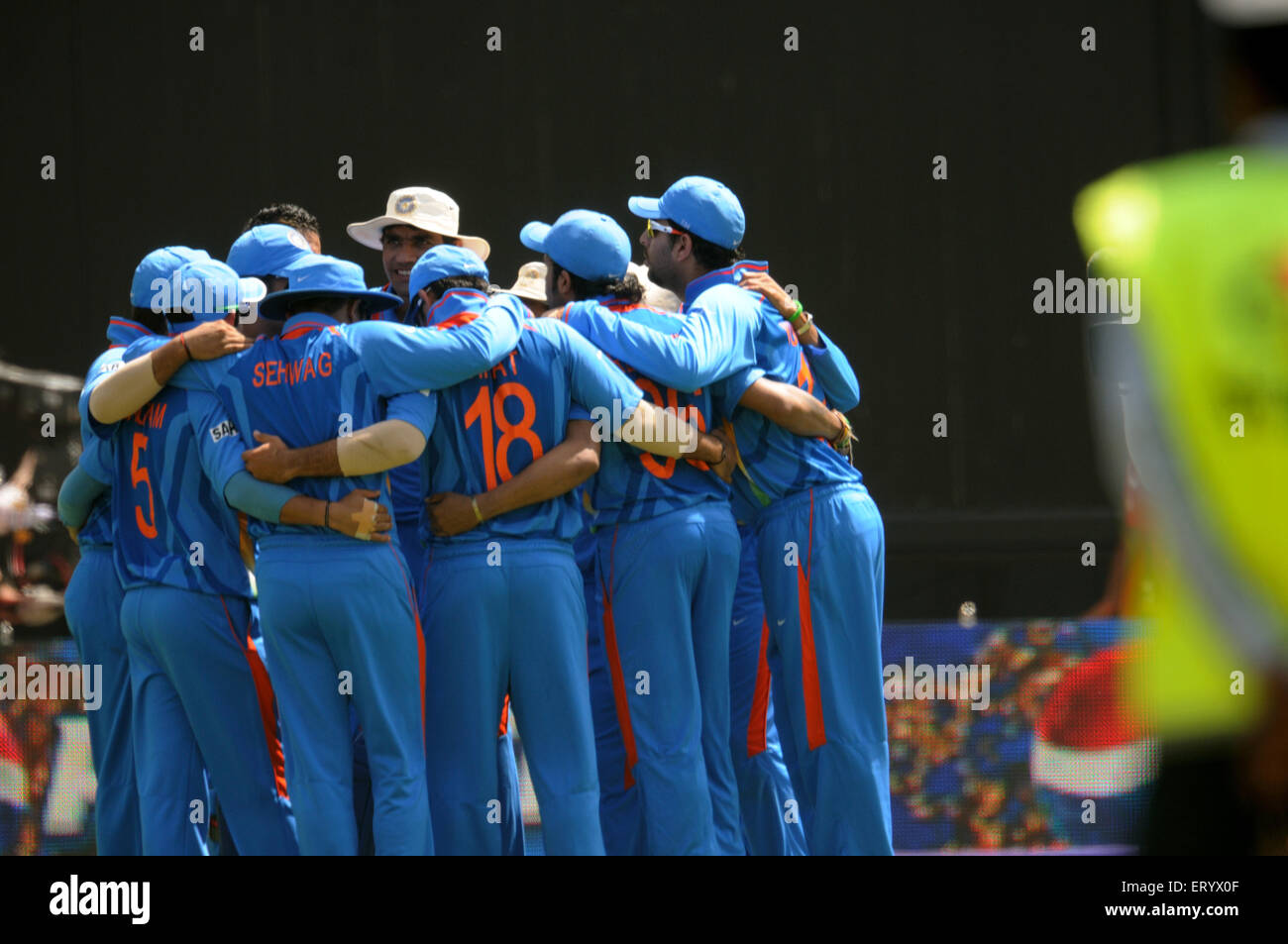 cricket team huddle start ICC Cricket World Cup finals against Sri Lanka Wankhede stadium Mumbai - Stock Image