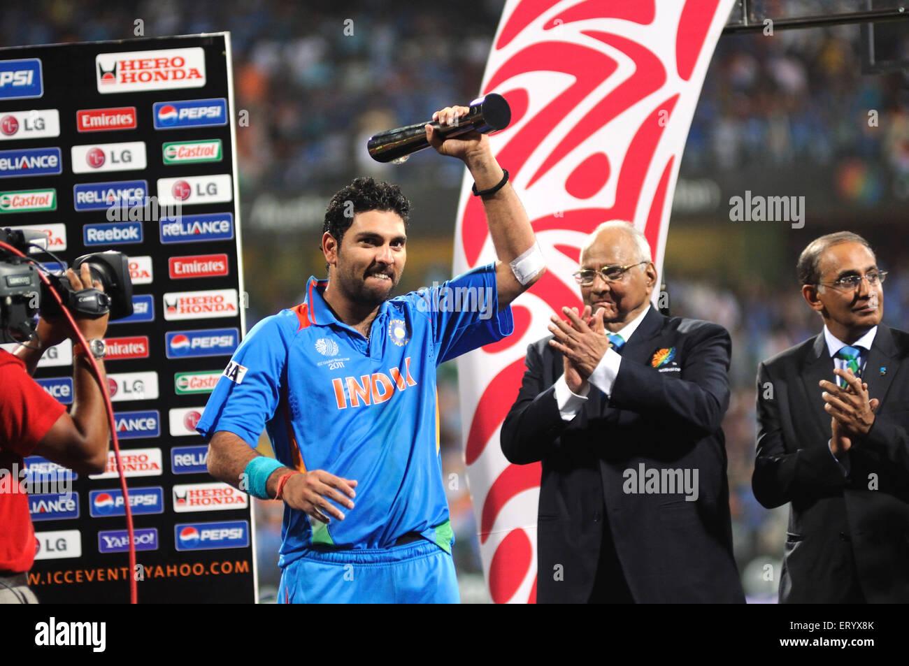 Yuvraj Singh receiving Man Tournament trophy ICC President Sharad Pawar ICC CEO Haroon Lorgat claps ICC Cricket - Stock Image