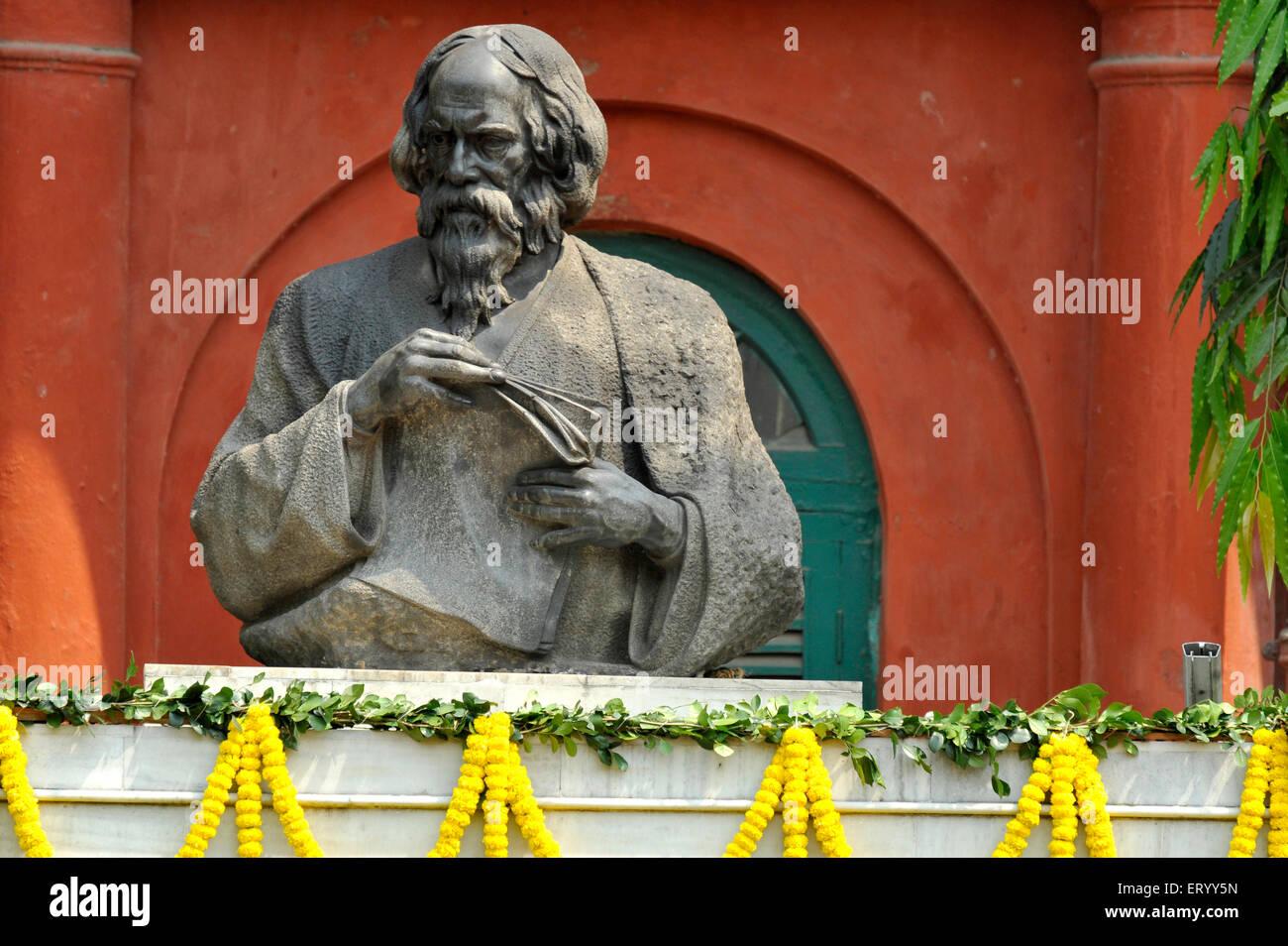 Statue of poet rabindranath tagore at jorasanko Kolkata ; Calcutta ; India - Stock Image