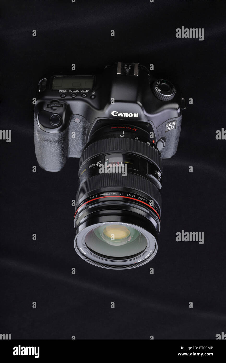 Digital camera with zoom lens ; India - Stock Image