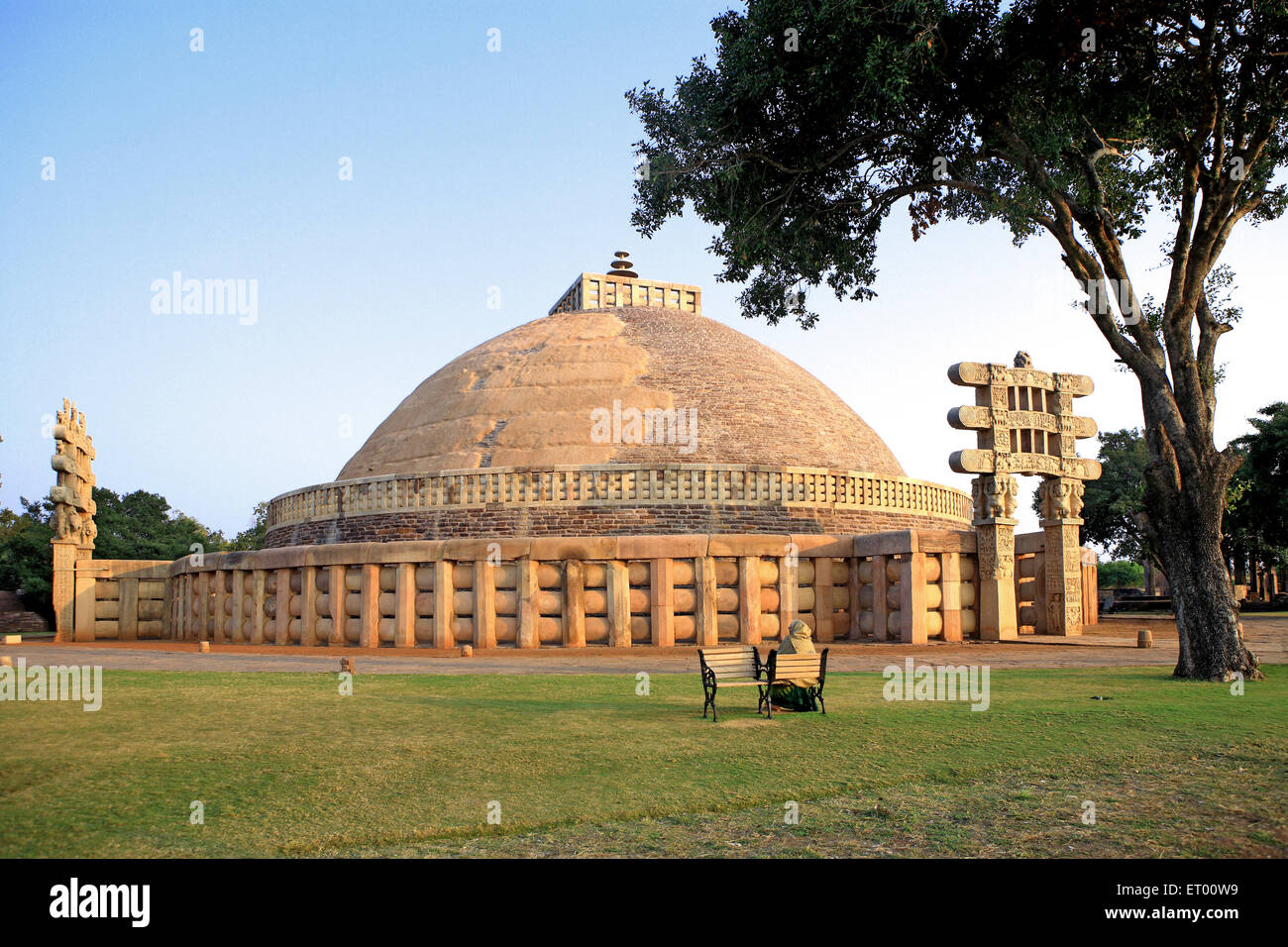Sanchi Stupa Wallpaper Hd: Stupa Sanchi Stock Photos & Stupa Sanchi Stock Images