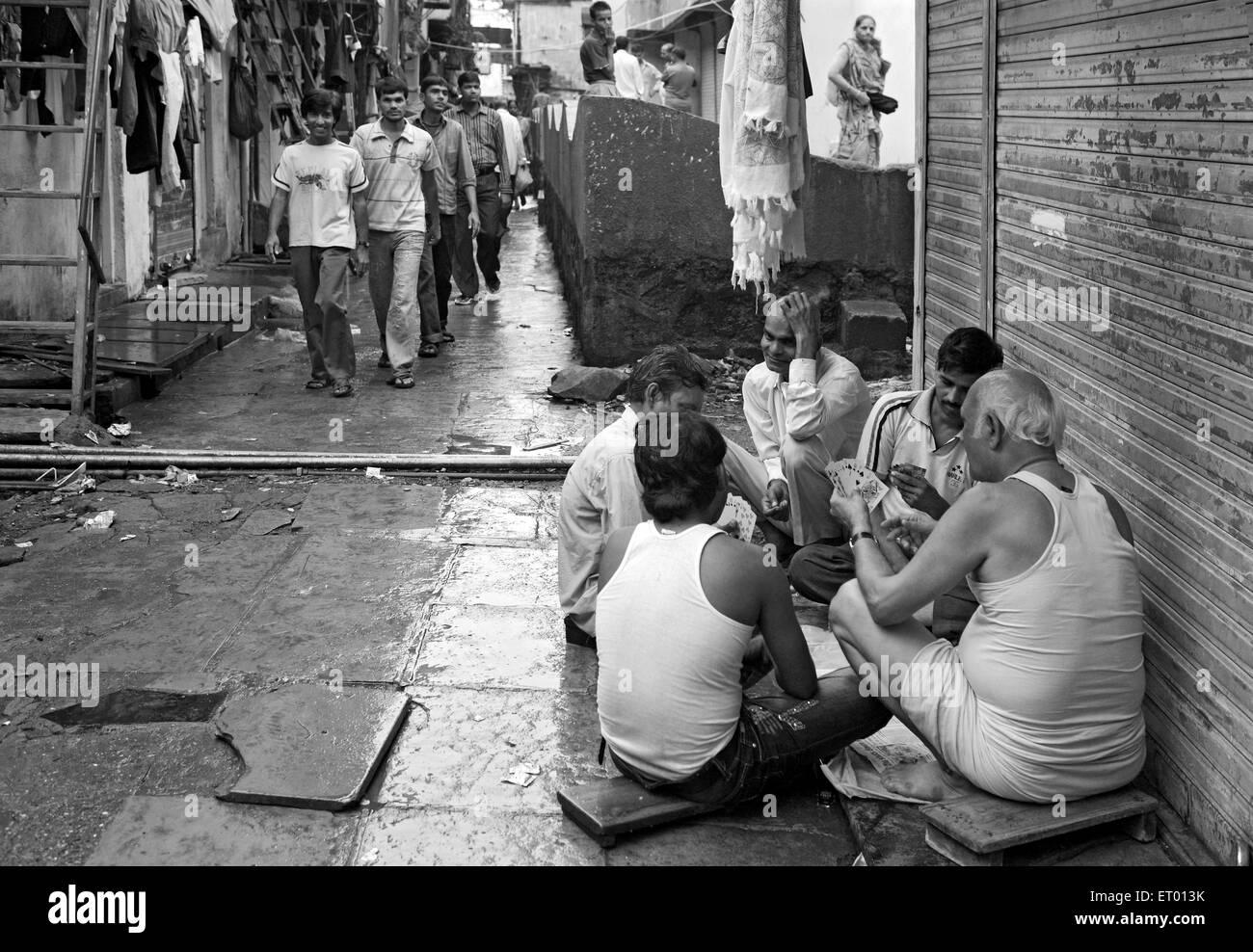 Dwellers playing cards in Dharavi slum ; Bombay Mumbai ; Maharashtra ; India - Stock Image