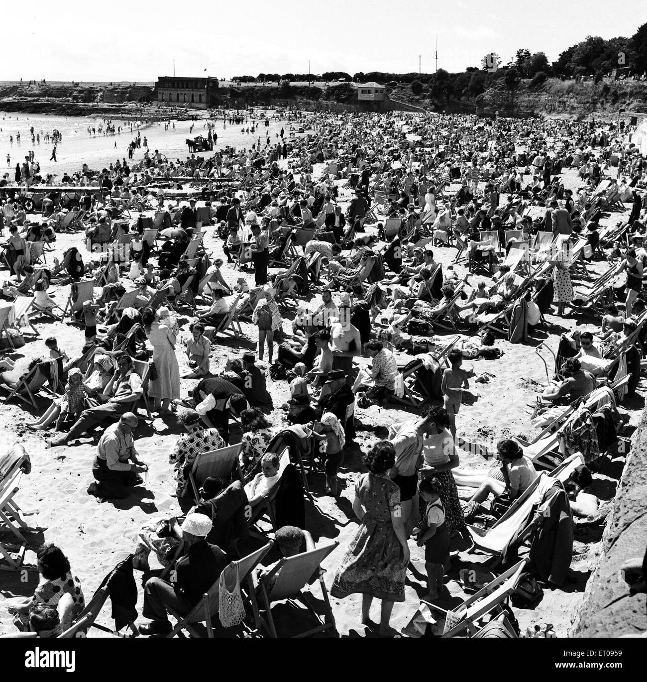 Holiday Crowds at Barry Island, Vale of Glamorgan, South Wales. August 1952. - Stock Image
