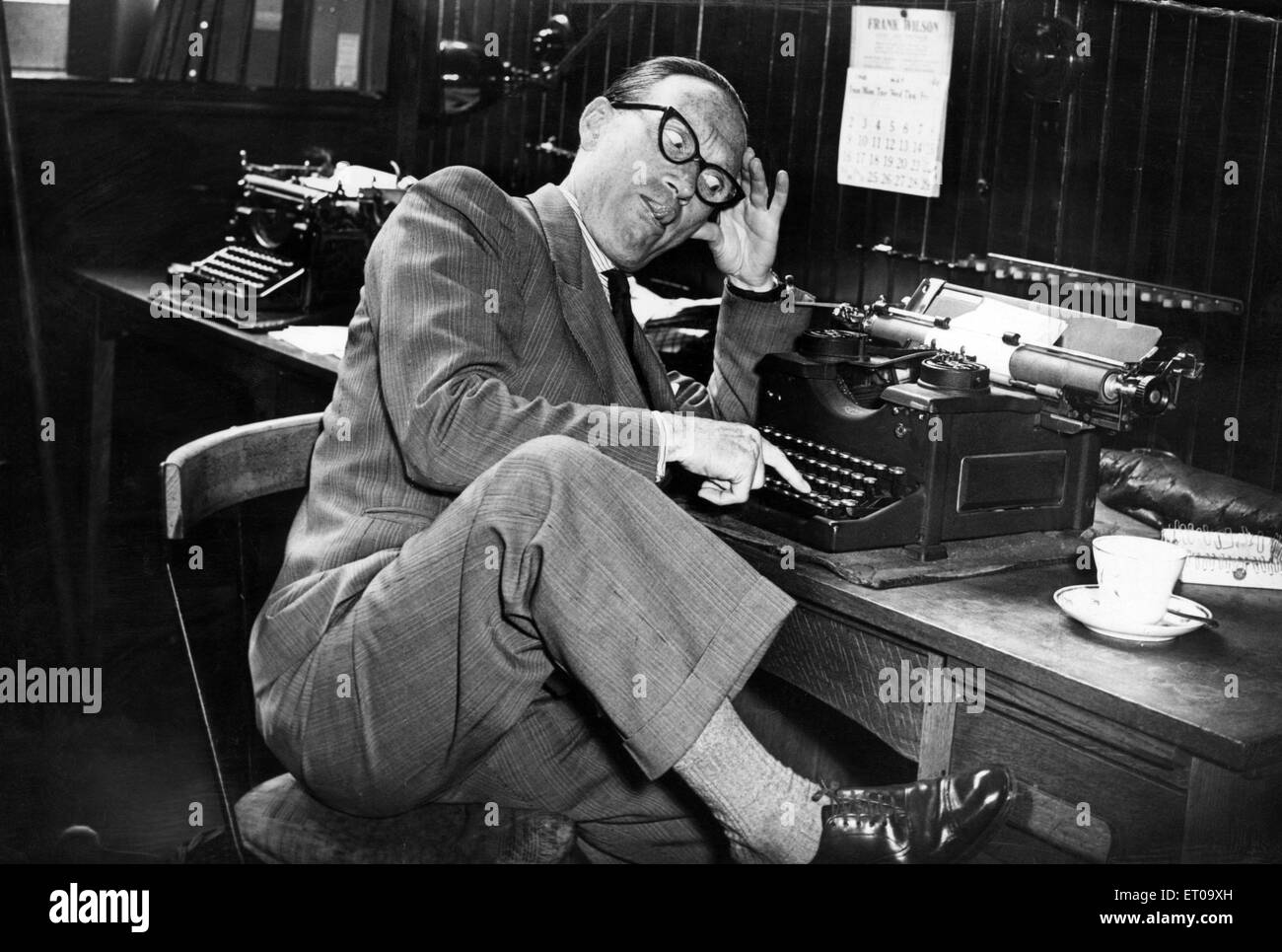 Arthur Askey CBE (6th June 1900 - 16th November 1982), comedian and actor. Pictured at his old desk, where he worked - Stock Image