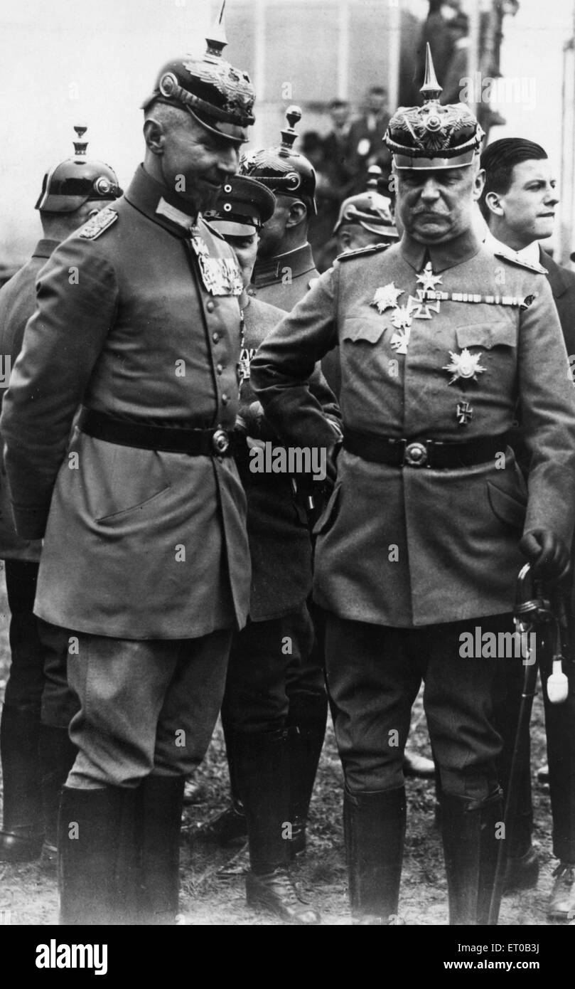 General Ludendorff (right) architect of the 1918 German Kaiserschlact Offensive, with senior German Officers. Circa - Stock Image