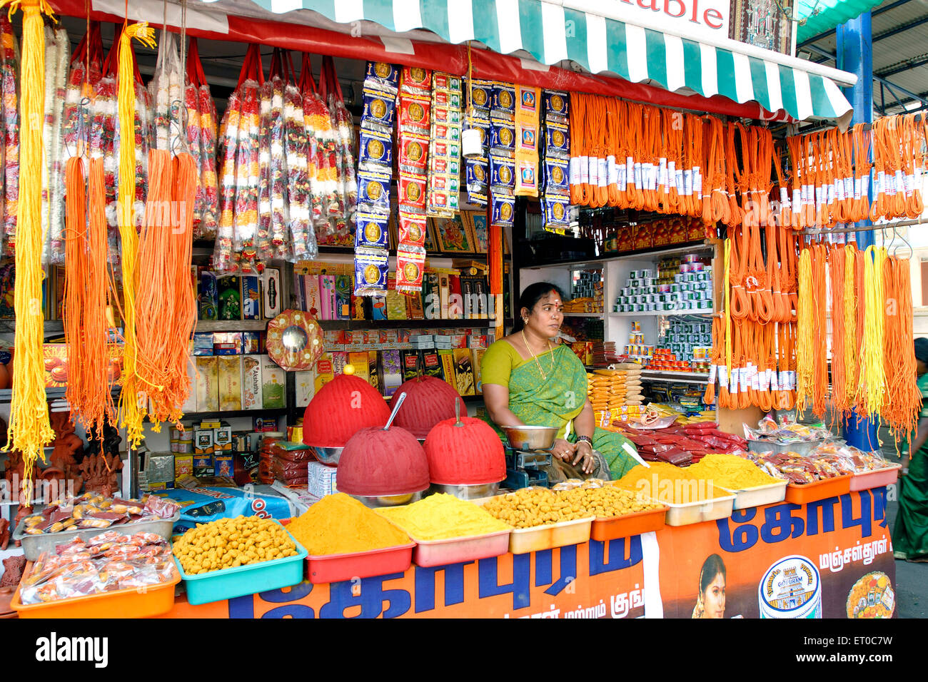Shop selling pooja items in Kapaleeshwarar Temple in Mylapore