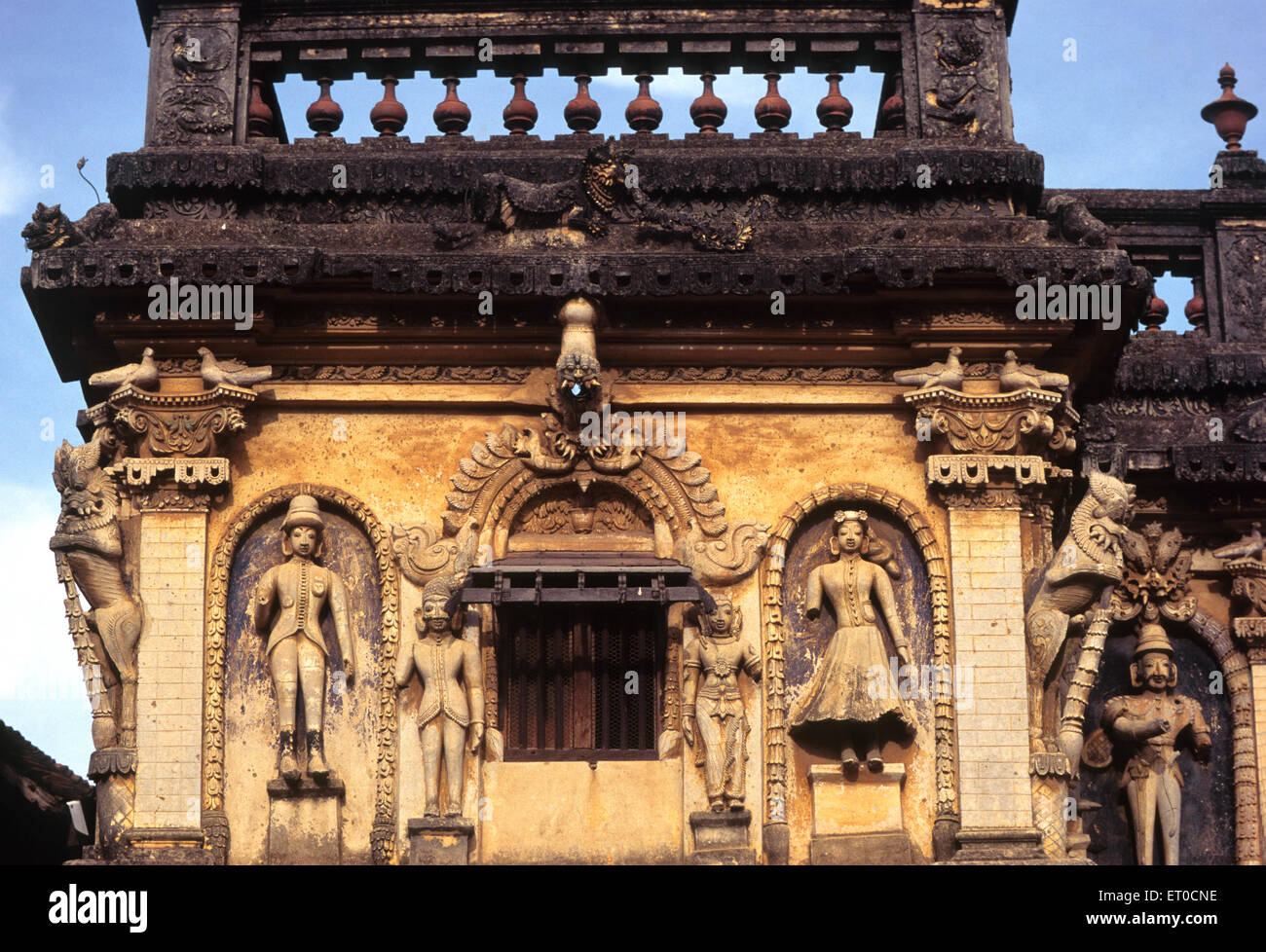 Sahib and lady carved on Nattukottai chettiar or nagarathar house ; Chettinad ; Tamil Nadu ; India - Stock Image