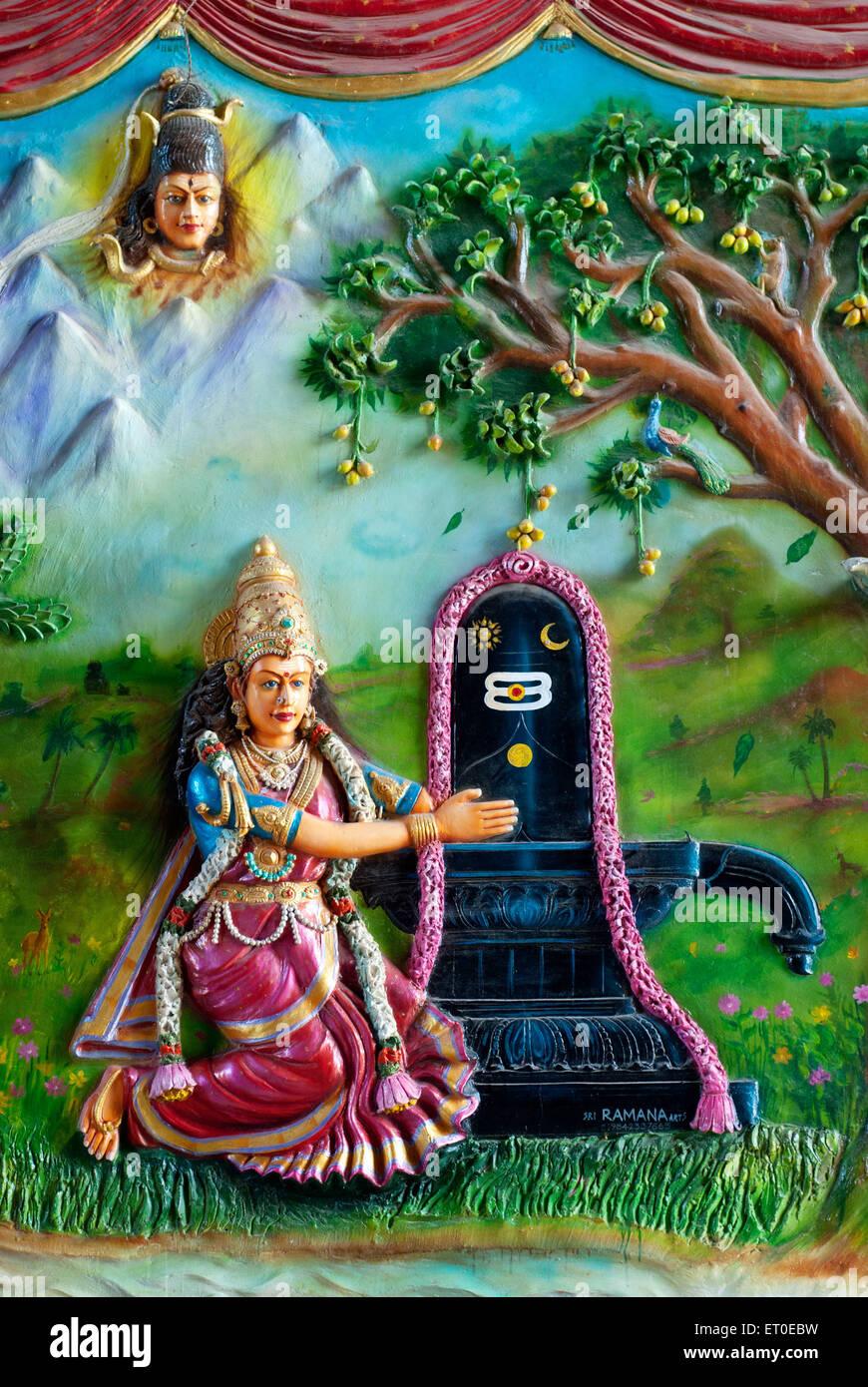 Stucco work of Parvathi worshipping Lord Shiva in Sri Ekambaranathar Temples  ; kanchipuram  ; kancheepuram - Stock Image