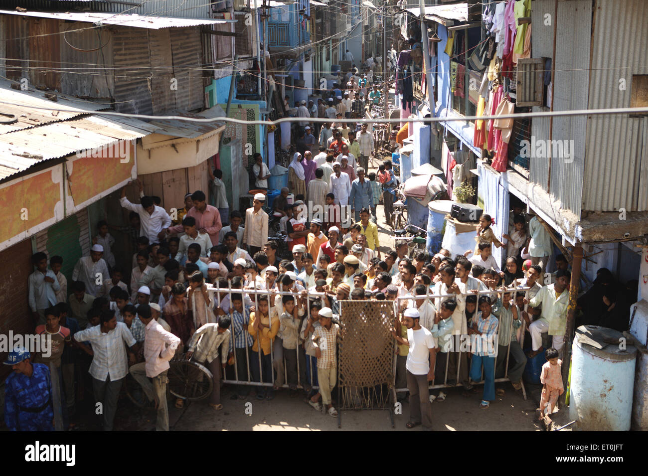 Onlookers looking at site of bomb blast which rocked textile town of Malegaon ; Maharashtra ; India - Stock Image