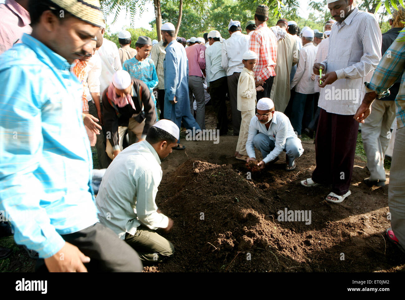 People burying their family members who died in powerful bomb blast on 29th September 2008 at Malegaon ; Maharashtra - Stock Image