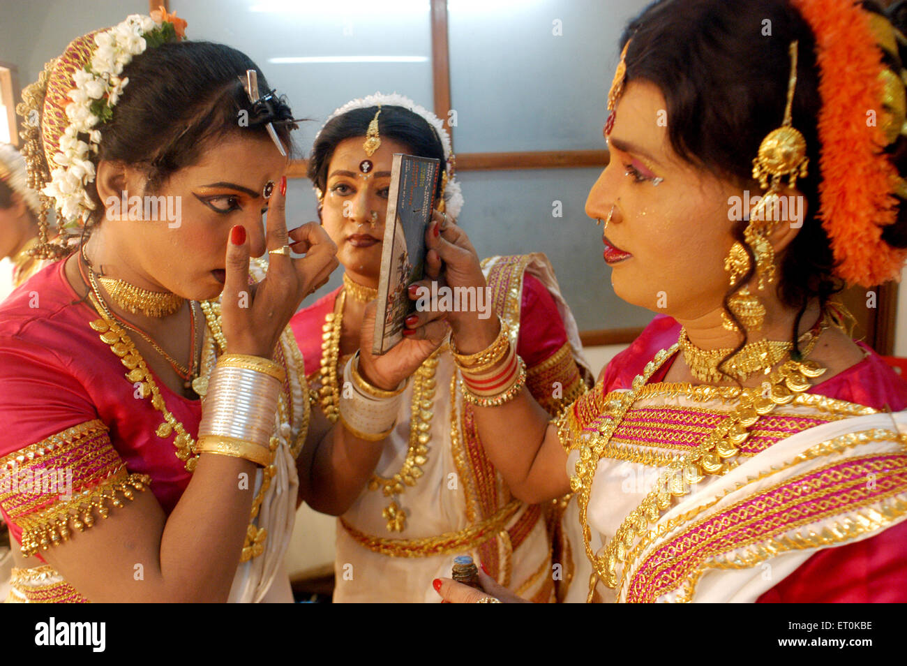 Giving final touches before show Bin Baicha Tamasha ; India NO MR - Stock Image