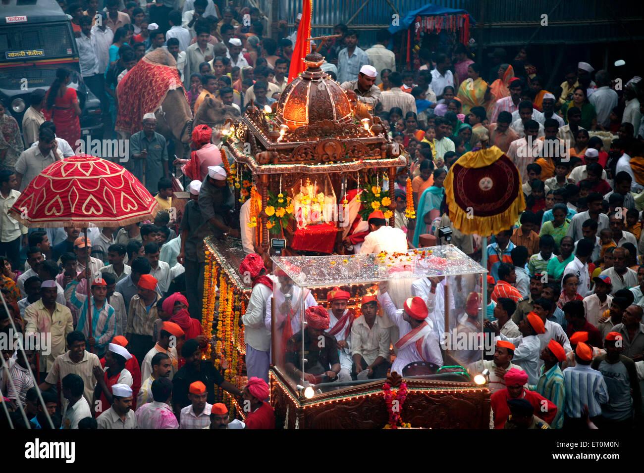 Royal processions of immersion of lord Ganesh organized by Shrimant Raja Saheb Vijaysingh Rao Patwardhan ; Sangli - Stock Image
