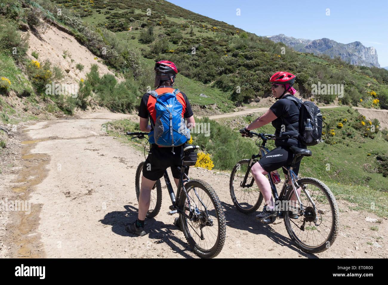 Mountain Bikers Near Fuenta De, Picos de Europa Mountains, Cordillera Cantabria, Spain - Stock Image