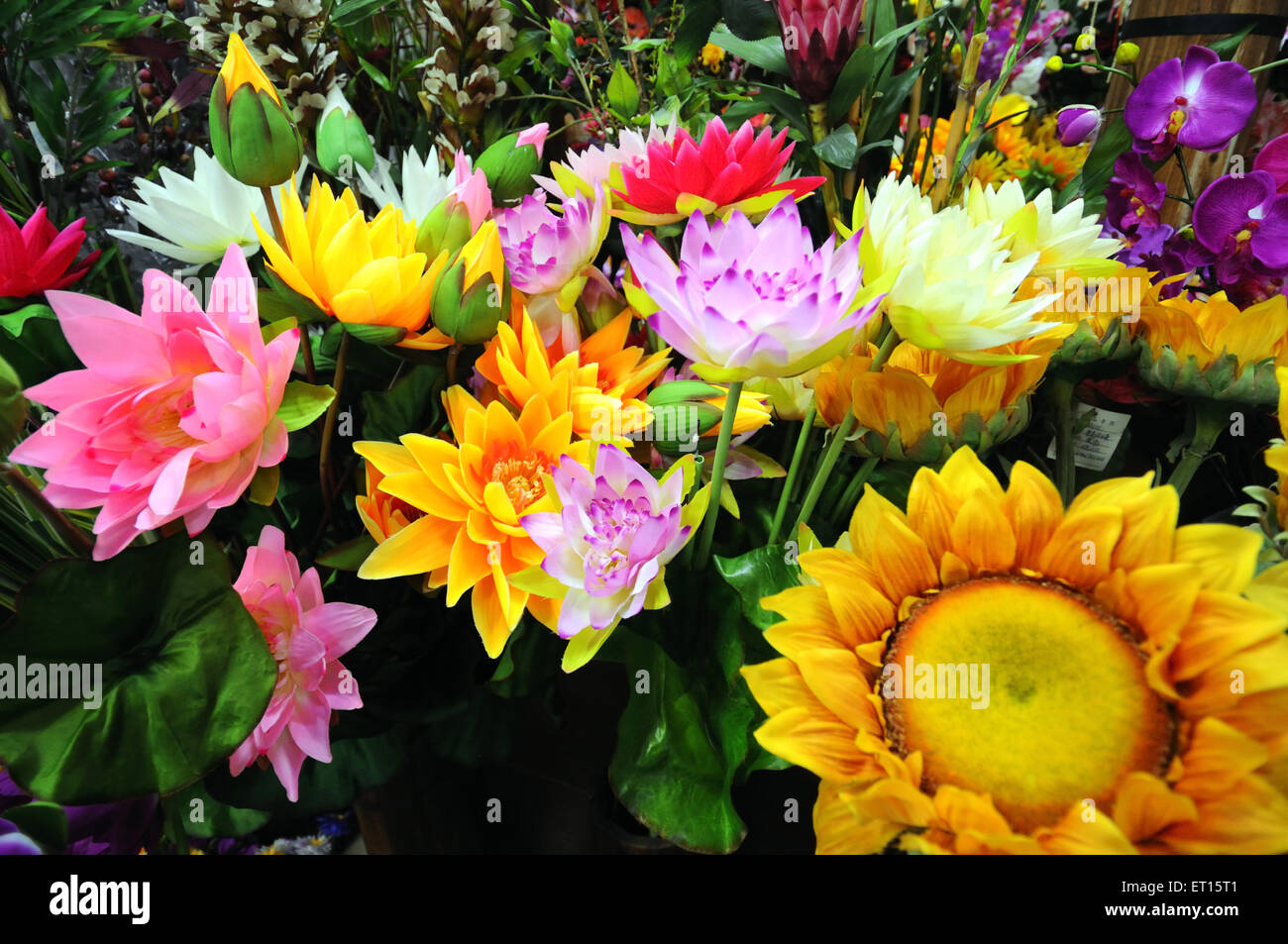 Display Of Artificial Flowers In Chinese Shop Yiwu China Stock
