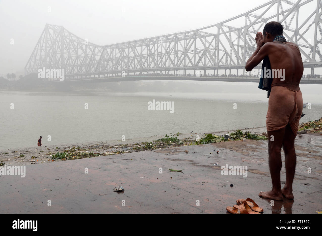 man praying Hooghly river Makar Sankranti Kolkata West Bengal India Asia - Stock Image
