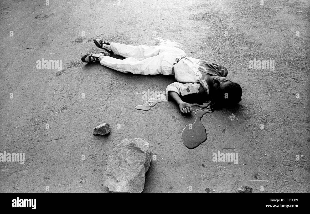 Dead body of man ; communal riots ; Bombay Mumbai ; Maharashtra ; India NOMR - Stock Image